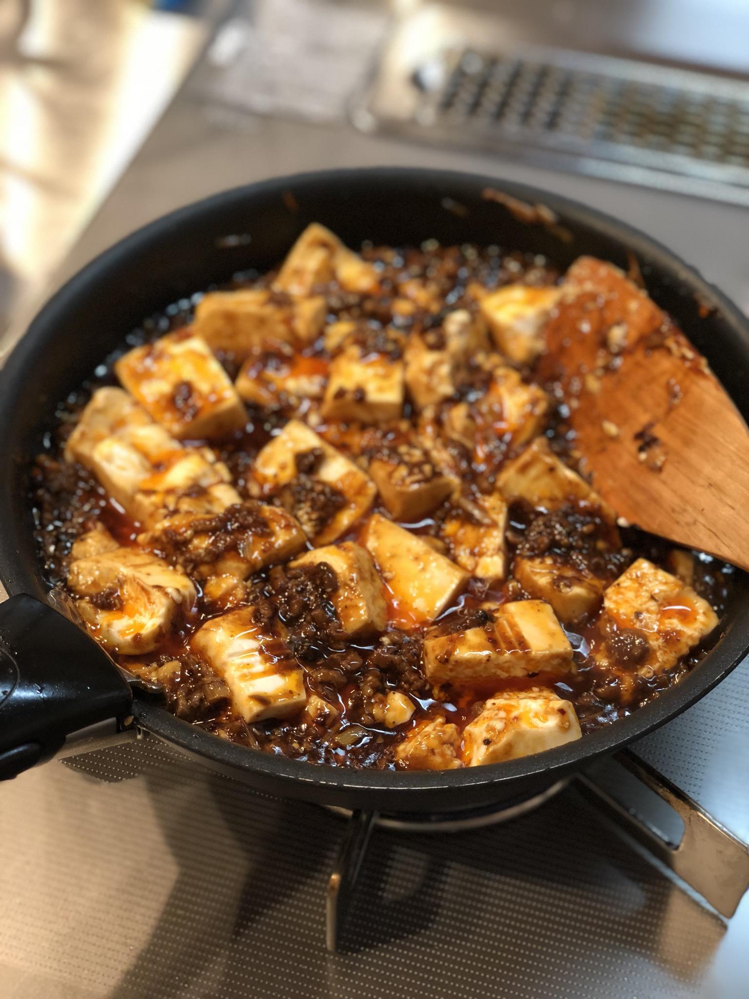 麻婆豆腐を煮込む