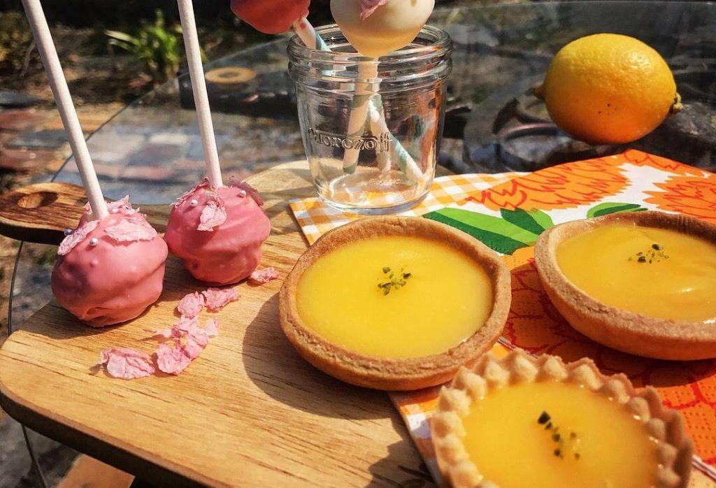 だんだん暑い日が増えてきて、サッパリしたお菓子が食べたくなる時期になってきましたね〜! 3/4のミモザパーティーで1番人気だったレモンタルトのレシピを紹介させて